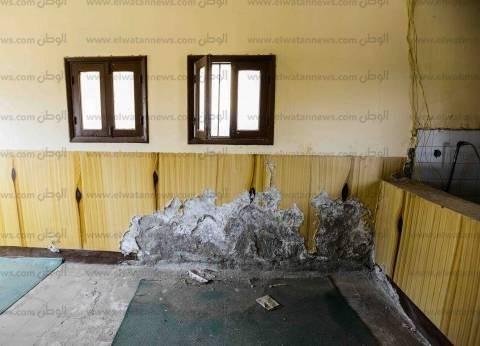 «نجع الحمدية».. حمامات غير آدمية.. وشقوق فى الحوائط وأسلاك كهرباء عارية داخل الفصول