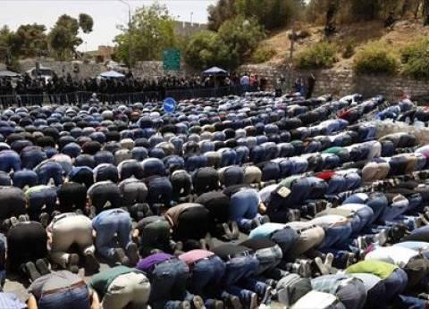 محافظ الإسماعيلية يؤدي صلاة العيد في مسجد أبو بكر الصديق بحي أول