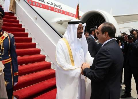 بالصور| السيسي يستقبل محمد بن زايد في مطار القاهرة