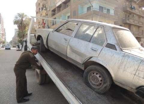 رفع 55 سيارة ودراجة نارية متروكة في الشوارع والطرق الرئيسية بالقاهرة