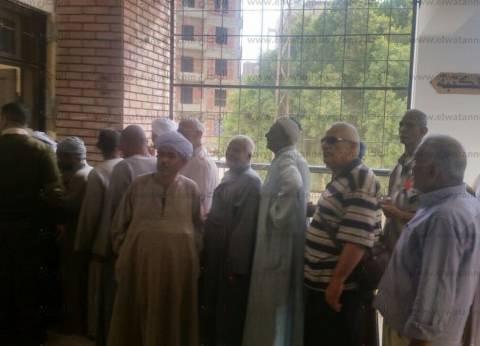 بالصور  طوابير أمام اللجان الانتخابية في أسوان