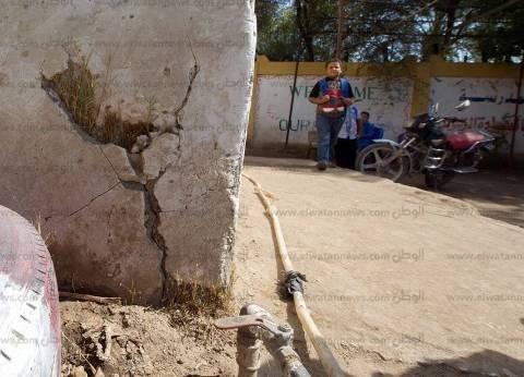 «الشهيد» و«السادات الابتدائية».. مياه جوفية تهدد المدرستين بالانهيار