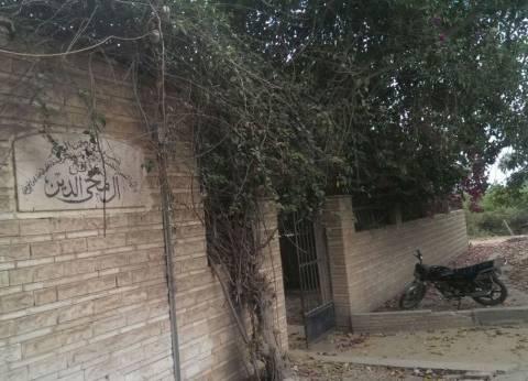 بالصور| تجهيز مقبرة خالد محيي الدين في كفر شكر