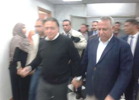 وزير الصحة يتفقد مستشفى بلبيس.. ومرضى يشكون نقص أعداد الأطباء