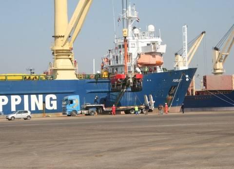 وصول معدات بحرية لميناء دمياط لمد خطوط الغاز