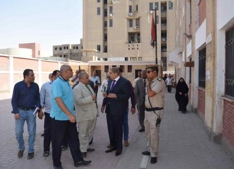 محافظ المنيا يتابع أعمال الصيانة بالمدارس استعدادا للعام الدراسي