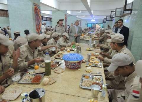 مدير أمن المنيا يجري جولات مفاجئة وقت الإفطار