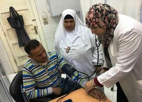 الكشف على 507 مرضى في قافلة طبية بسوهاج