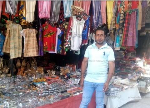 """""""الاستفتاء كله فوائد"""".. شراء تحف وملابس تراثية في الحسين والسيدة"""