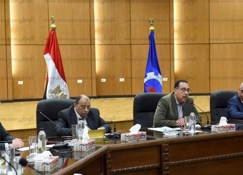 رئيس الوزراء يلتقي نواب السويس عقب تفقده عددا من المشروعات