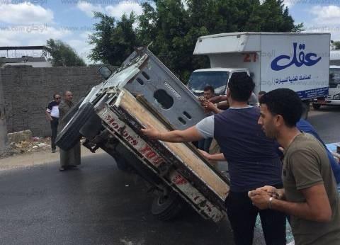 إصابة 3 أطفال ووالديهم في حادث إنقلاب سيارة بطريق مطروح الساحلي