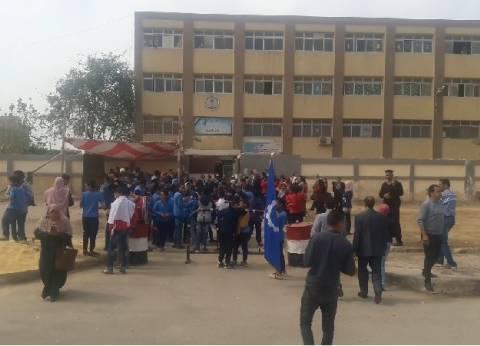 محافظ السويس يتفقد لجنة مدرسة شادية سلامة بحي فيصل