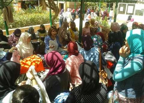 معرض خيري للملابس بكلية البنات جامعة عين شمس
