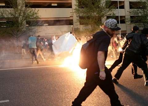 بالصور| اشتباكات بين الشرطة الأمريكية ومحتجين ضد الرأسمالية في عيد العمال