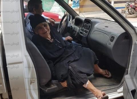 """سيارة الحي """"رايح جاي"""" لنقل عجوز للاستفتاء في المنصورة"""