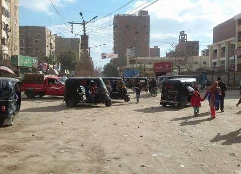 """أهالي المنيا يشتكون ارتفاع أجرة """"التوك توك"""" لـ15 جنيها: """"مفيش تسعيرة"""""""
