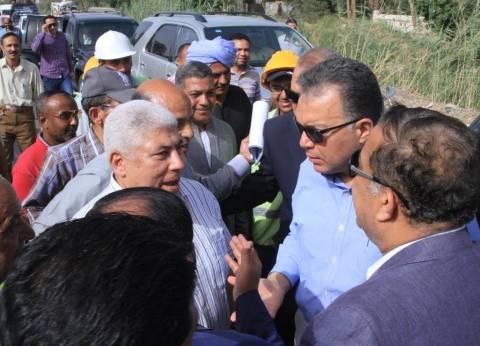 """وزير النقل يتابع أعمال رفع كفاءة طريق """"قنا- نقادة"""" الزراعي الغربي"""