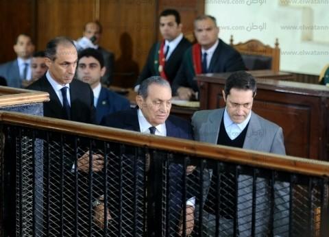 خبيرة لغة جسد عن ظهور مبارك في المحكمة: السن يخفي تعبيرات الوجه