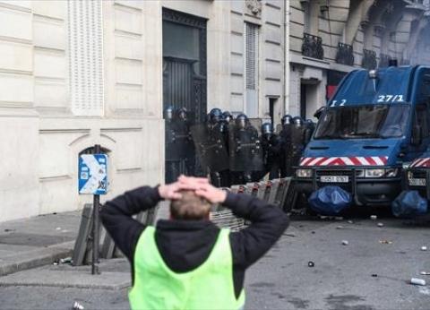 """إصابة عدد من الصحفيين خلال تظاهرات """"السترات الصفراء"""" في باريس"""