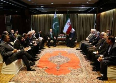 روحاني: ینبغي تعزیز أواصر العلاقات الاقتصادیة بین طهران وإسلام آباد