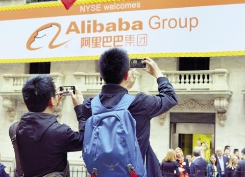 بعد فرض الشركات الصينية سيطرتها على سوقها المحلية.. هل تخرج السوق المصرية من «قبضة الأجانب»؟!