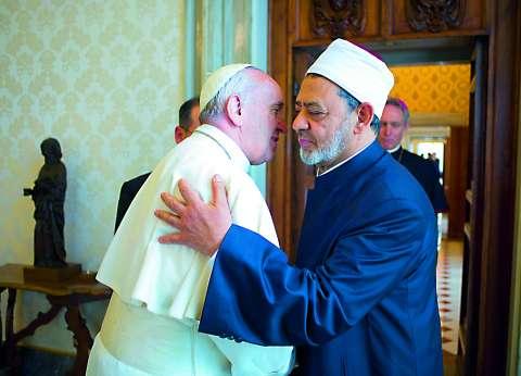 """بابا الفاتيكان: الإسلام ليس دين إرهاب وعنف و""""داعش"""" مجموعة أصولية صغيرة"""