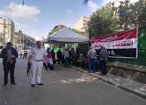 بدء توافد الناخبين في مصر الجديدة على لجان الاستفتاء قبل موعد فتحها