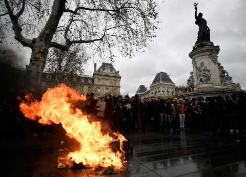 """عاجل  الشرطة الفرنسية تعلن إضرابا مفتوحا.. وتدعم """"السترات الصفراء"""""""
