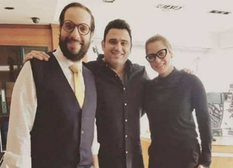 """أكرم حسني يواصل تصوير مسلسل """"الوصية"""" مع ريم البارودي"""
