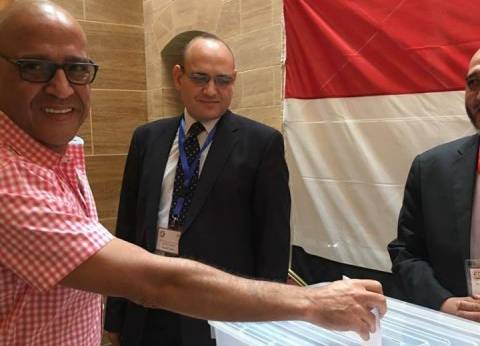 بالصور| أشرف عبدالباقي يدلي بصوته في الانتخابات بجدة