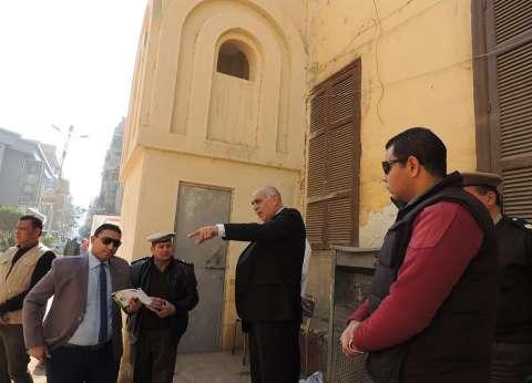 مدير أمن المنيا يفاجئ خدمات تأمين المطرانية و3 كنائس.. ويطالبهم باليقظة