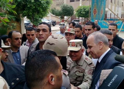 """وزير الدفاع من بنها للسيدات: """"أنتم أعظم أمل لمصر"""""""