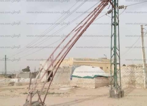 بالصور| سقوط أعمدة كهرباء على أسلاك الضغط العالي في مطروح