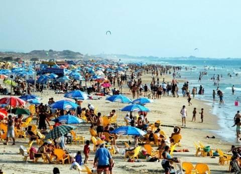 المصريون المغتربون يحتفلون بـ«شم الفسيخ» على ساحل الخليج العربى