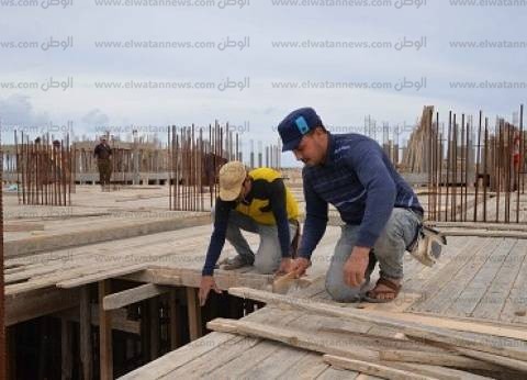 عمال بناء «المنصورة الجديدة»: «بنبنى مستقبل»