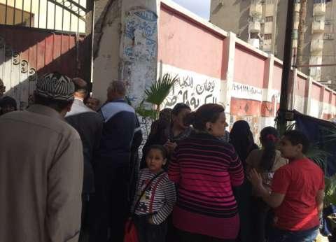 الأطفال حاضرون منذ الساعة الأولى لاستفتاء التعديلات في إمبابة