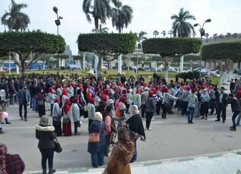 يسرا وإلهام شاهين في مسيرة تضامنية بيوم المرأة العربية