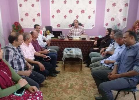 """رئيس """"كفر البطيخ"""" يجتمع بمديري الإدارات لتنفيذ تعليمات محافظ دمياط"""
