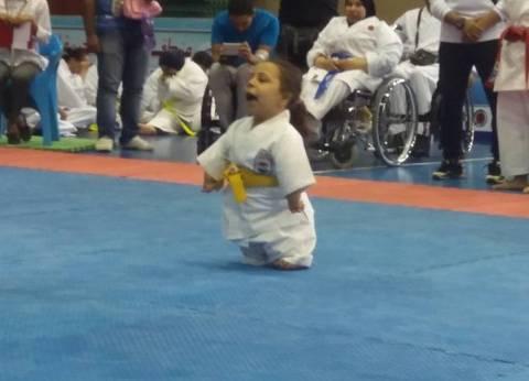 آية في الخامسة من عمرها.. مشروع بطلة كاراتيه بإعاقة في أطرافها الأربعة