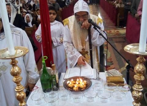 """الأقباط يحتفلون بـ""""جمعة ختام الصوم"""".. و""""أسقف الفيوم"""" يترأس القداس"""