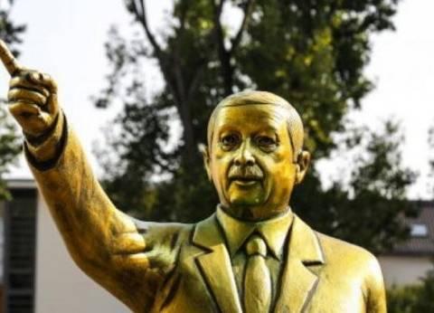 السلطات الألمانية تزيل تمثالا ذهبيا لأردوغان بأحد ميادين ألمانيا