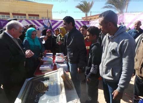 """محافظ جنوب سيناء يشتري لوحة بـ200 جنيه بمعرض """"الأوبن داي"""""""