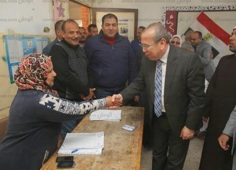 بالصور| محافظ كفر الشيخ يتفقد لجان الاستفتاء ببلطيم والحامول
