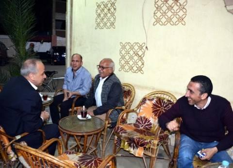 عشماوي يتابع العملية الانتخابية ببنها ويجلس على المقهى مع الناخبين
