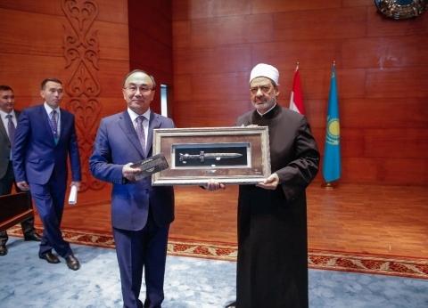 """منح شيخ الأزهر الدكتوراة الفخرية من جامعة """"أوراسيا"""" الكازاخستانية"""