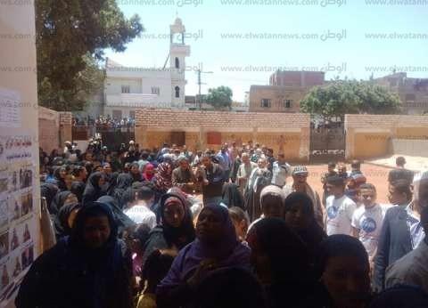 توافد العشرات على لجان أبو النمرس وأبو رجوان للتصويت في الاستفتاء