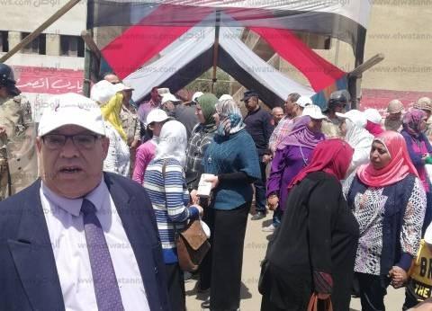 """عمال """"المصرية للاتصالات"""" يدلون بأصواتهم بلجان شبرا: كلنا معاكي يا مصر"""