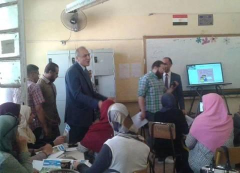 """مدير """"تعليم القاهرة"""" يتابع اختبارات الطلبة المتقدمين لمدارس المتفوقين"""