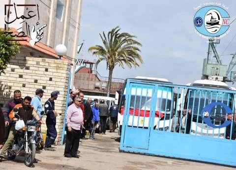 عمال شركات بورسعيد يشاركون في الاستفتاء على التعديلات الدستورية