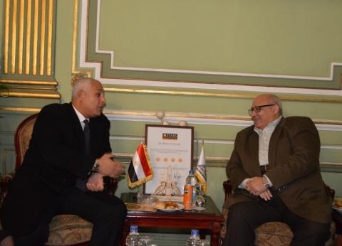رئيس جامعة عين شمس يستقبل سفير مصر بسلطنة عمان